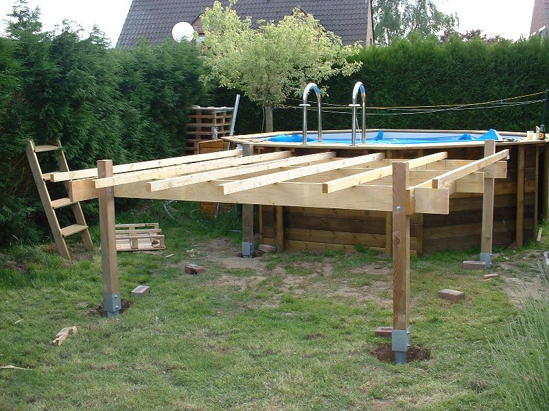 Terrasse suspendue sans poteaux for Piscine en bois enterree rectangulaire
