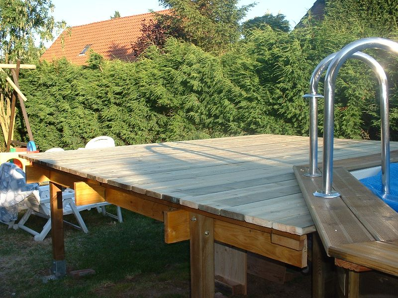 Terrasse piscine surelevee for Piscine tole hors sol